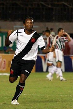 Edílson comemora o gol da vitória sobre o Fluminense na Copa do Brasil de 2006.