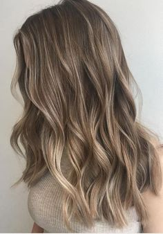49 Beautiful light brown hair color to try for a new look- The Best Hair Colour Ideas For A Change-Up This Year, Gorgeous Balayage Hair Color Ideas - brown Balayage Highlights,Beachy balayage hair color Ombré Hair, New Hair, Curls Hair, Wavy Hair, Short Hair Styles, Natural Hair Styles, Natural Ombre Hair, Pelo Natural, Natural Honey