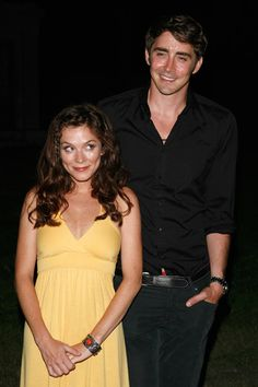 "Anna Friel is 5'2"" and Lee Pace is 6'4"".  See, it works! Pushing Daisies♥"