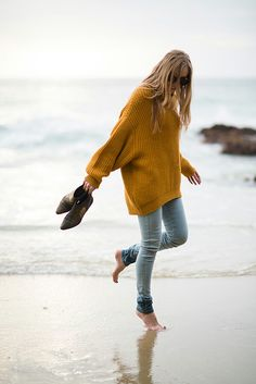 How to pull off the oversized sweater trend. via eat/sleep/wear Oh how I long to live at the beach! Looks Street Style, Looks Style, Eat Sleep Wear, Winter Outfits, Casual Outfits, Yellow Outfits, Summer Outfits, Simple Fall Outfits, Outfits 2016