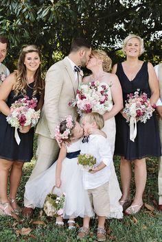 Flower girl kisses ring bearer - cute video, wedding kiss photo goes viral Wedding Kiss, Dream Wedding, Wedding Day, Wedding Ceremony, Wedding With Kids, Trendy Wedding, Flower Girls, Girls Making Out, Bridesmaid Dresses