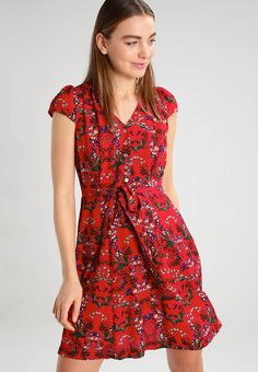 "CATHLEEN FLORA  - Dress - red. Outer fabric material:100% polyester. Fastening:zip. Total length:10.5 "" (Size 10). Details:deep pockets. Back width:12.0 "" (Size 10). Length:short. Pattern:floral. Fit:tailored. Neckline:Henley. O..."