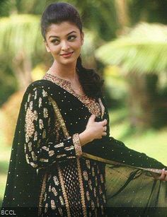 Bollywood Actresses in Ritu Kumar Outfits. A lot of Bollywood and Hollywood celebrities patronize Ritu Kumar designs, but while collecting pictures for Aishwarya Rai Young, Actress Aishwarya Rai, Bollywood Actress, Aishwarya Rai Bachchan, Bollywood Stars, Bollywood Fashion, Most Beautiful Indian Actress, Most Beautiful Women, Beautiful Dresses