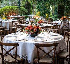 """Os noivos deste casamento,que aconteceu na Fazenda Vila Rica, queriam uma decoração alegre, aconchegante e com """"cara de casa"""". Pensando nisso, Fabio Borga"""