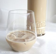 Für alle , die gerne etwas Selbstgemachtes verschenken oder Baileys gerne selber trinken, hätte ich ein absolutes Deluxe Rezept. Mir schm...