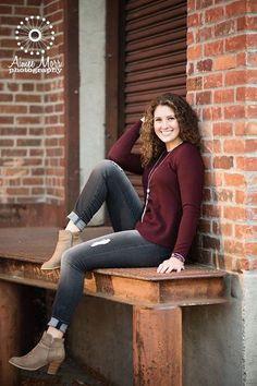 Senior pictures for girls | Michigan senior photography | Outdoor senior photos | urban picture ideas
