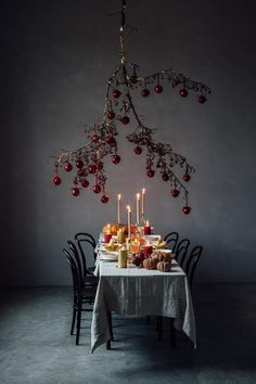 Christmas Gathering Stories for Zara Home - Basteln Organisation Zara Home Christmas, Christmas Interiors, Dark Christmas, Christmas Holidays, Christmas Crafts, Christmas Ceiling Decorations, Christmas Table Settings, Table Setting Inspiration, Deco Addict