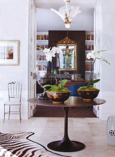 David Hicks. I've never seen a Tulip table used in a foyer, but its clean lines are perfect for an uncluttered look
