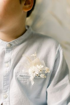 You'll love this modern, neutral and comfortable approach to styling children or little groomsmen for your wedding photography. #modernweddingphotography #weddingphotographyideas