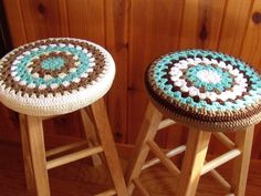 Seaside Decorating Bar Stool Cozy Colorful Covers for Wooden Stools Crochet Furniture, Stool Covers, Seaside Decor, Textiles, Wooden Stools, Beach Art, Cottage Style, Cool Furniture, Home Crafts