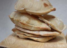 Pita chléb (U nás na kopečku) Bread Recipes, Snack Recipes, Snacks, Falafel, Peanut Butter, Toast, Food And Drink, Lunch, Baking