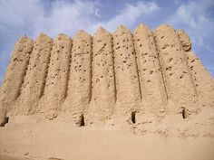 Gonur-depe Corrugated walls distinguish this ancient fortress in Eastern Turkmenistan. Ancient Ruins, Ancient Artifacts, Ancient History, Ancient Mesopotamia, Ancient Civilizations, Monuments, Indus Valley Civilization, Mystery Of History, Ancient Architecture