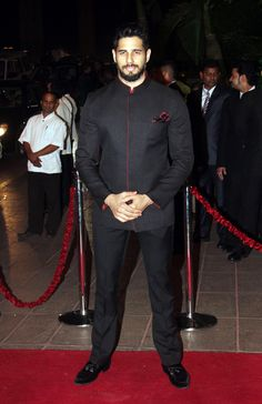 Sidharth Malhotra was spotted in a new look at Arpita Khan's wedding reception in Mumbai. #Bollywood #Fashion #Style #Handsome