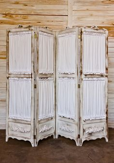 41 Ideas Folding Screen Shabby Chic For 2019 Room Divider Screen, Room Screen, Room Dividers, Old Screen Doors, Old Doors, Vintage Shabby Chic, Shabby Chic Decor, Shabby Chic Room Divider, Painted Furniture