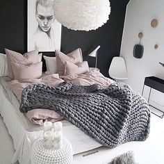 In order to have the coolest pad on the planet, every room should have a bit of contrast. When opposing things mesh and mash together you create a really compelling scheme. You could do it through colour, texture, pattern, material, style – its endless.