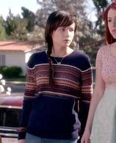 Jenna's navy striped sweater on Awkward.  Outfit Details: http://wornontv.net/14824/ #Awkward