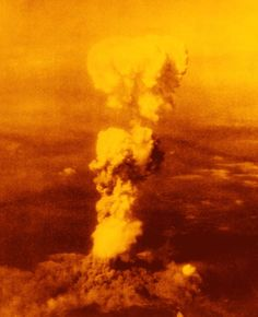 La bomba atómica hace explosión sobre Hiroshima en 1945