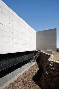Undurraga Devés Arquitectos, Nico Saieh, Sergio Pirrone · CAPILLA DEL RETIRO. Los Andes, Chile