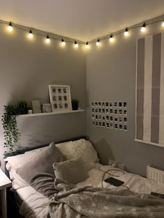 Cute Bedroom Decor, Room Design Bedroom, Bedroom Decor For Teen Girls, Stylish Bedroom, Room Ideas Bedroom, Small Room Bedroom, Pinterest Room Decor, Dorm Room Designs, Aesthetic Room Decor