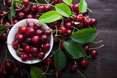 Mulți spun că este cel mai bun tort din lume! Eu sunt de acord! - Pentru Ea Bing Cherries, Sweet Cherries, Sugar Count, Healthy Life, Healthy Eating, Beautiful Fruits, Tree Seeds, Eating Organic, Prunus