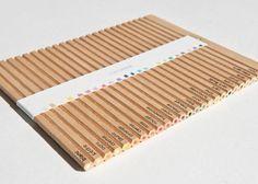 何色もの鉛筆が入った「色鉛筆セット」って、なんかしらのパッケージに入って販売されています。カナダ・モントリオー […]