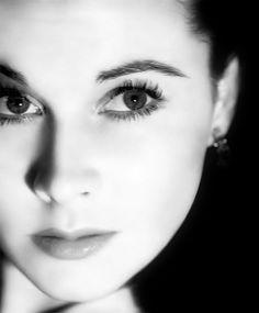 sparklejamesysparkle:  Vivien Leigh, 1939.