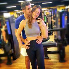 Vão pra academia pra ficar tirando foto de casalzinho no espelho  ... Quem nunca?!?  . Boa tarde  segunda-feiraaaa!