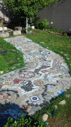 Caminito colorido en mosaico