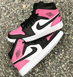 Hype shoes - Behind The Scenes By wavykickfitz – Hype shoes Cute Nike Shoes, Cute Nikes, Cute Sneakers, Nike Air Shoes, Colorful Sneakers, Sneakers Design, Nike Socks, Shoes Sneakers, Jordan Shoes Girls
