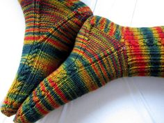 Ravelry: 'brainless' pattern by Yarnissima (toe sock crafts) Crochet Socks, Knitted Slippers, Knit Crochet, Loom Knitting, Knitting Socks, Hand Knitting, Sock Crafts, Knit Shoes, Patterned Socks