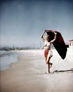 Richard C. Miller - Marilyn Monroe - March 1946 - still as Norma Jeane Dougherty posing at Santa Monica beach Brigitte Bardot, Young Marilyn Monroe, Norma Jean Marilyn Monroe, Pin Up, Greta, Marlene Dietrich, Portraits, Norma Jeane, Steve Mcqueen