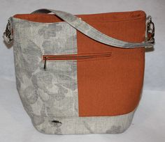 Beautiful Linen bag with slip pocket, zip pocket , magnetic closure and one outer zip. With an elegant N metal tag. Handmade Fabric Bags, Unique Handbags, Linen Bag, Slow Fashion, Bag Making, Bucket Bag, Closure, Pocket, Zip