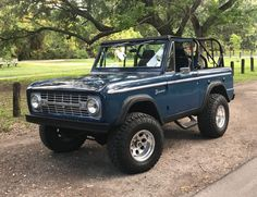 Bid for the chance to own a 1970 Ford Bronco at auction with Bring a Trailer, the home of the best vintage and classic cars online. Classic Ford Broncos, Ford Classic Cars, Classic Trucks, Classic Bronco, Old Ford Bronco, Ford Bronco For Sale, Early Bronco, Bronco Truck, Classy Cars