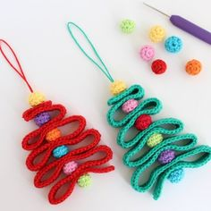 Free pattern for a quick and easy ribbon Christmas tree ornament