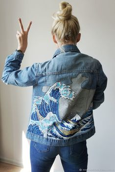 A big wave. Big wave in Kanagawa. Mironova Christina (painting of clothes). Arts and crafts fair. Painted Denim Jacket, Painted Jeans, Painted Clothes, Hand Painted, Diy Clothing, Custom Clothes, Diy Vetement, Diy Jeans, Denim Fashion