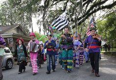 New Orleans ✈ Le dernier soir, Louisianais et Bretons ont défilé dans les rues d'Arnaudville, en Louisiane.