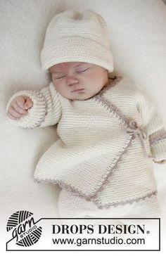 Chaquetita cruzada de punto DROPS en punto musgo con remate a ganchillo en Baby Merino. Talla prematuro - 4 años. Patrón gratuito de DROPS Design.