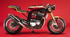 "Another café racer: Suzuki GSXR 1100 ""Barry Sheene"" Cafe Racer by KMP France."