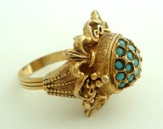 Florenza Borgia poison ring (If I ever lose my wedding ring (again) I'd like to be given one like this. Vintage Costume Jewelry, Vintage Costumes, Vintage Jewelry, Poison Ring, Style Icons, Turquoise Bracelet, Wedding Rings, Bling, Jewels