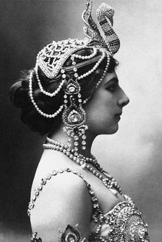 Mournful Fate of Mata Hari, and 14 Stunning Photos of This Dutch Exotic Dancer, Courtesan and Notorious WWI Spy from 1905-1917 http://feedproxy.google.com/~r/vintageeveryday/~3/OKhSMU20998/mournful-fate-of-mata-hari-and-14.html