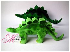 Fondant dinosaur and behind is the dinosaur toy