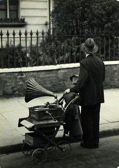 firsttimeuser: Horacio Coppola.  London, 1934