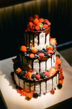 Fotografii de nuntă în pandemie cu petrecere alaturi de cei dragi! 😍🥂 Chic Wedding, Wedding Table, Rustic Wedding, Wedding Cakes, Wedding Day, Mood Colors, Bucharest, Summer Fruit, Bride Bouquets