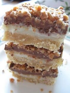Toffee Chocolate Bars - One Of The Best Desserts Ever! They Are Simply Amazing .- Toffee Chocolate Bars – One Of The Best Desserts Ever! They Are Simply Amazing … Toffee Chocolate Bars – One Of The Best Desserts Ever! Think Food, Love Food, Fun Food, Food Art, Chocolate Toffee Bars, Chocolate Desserts, Chocolate Bar Recipe, Chocolate Squares, Chocolate Cheesecake