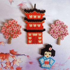 Coucou IG !!! Deuxième participation au concours #miyukivoyageenasie proposé par @teaforyoubijoux, @petit_bout_de_chou_hk et @perlesandco ☺ Dans la catégorie meilleur design : un temple japonais entouré de cerisiers et une kokeshi made by me ☺ #motifflokawaii974 No commercial use #miyukivoyageenasie #perlesandco #motifflokawaii974 #jenfiledesperlesetjaimeca #jenfiledesperlesetjassumegrave #japan #kokeshi #sakura #jenfiledesperlesetjenoubliedemarreter #miyukiaddict #miyuki #perleusecom...