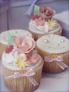 Veja ideias de decoração e temas para a festa de 15 anos, decorações, bolos, painel, iluminação, doces e muito mais! Veja fotos!