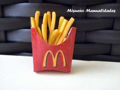 Patatas de McDonalds de Fimo. Miniatura, medidas 2 x 3 cm. www.misuenyo.com / www.misuenyo.es