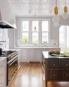 Vintage Kitchen White and wood kitchen - Kitchen And Bath, New Kitchen, Vintage Kitchen, Kitchen Dining, Kitchen Decor, Kitchen White, Kitchen Cabinets, Rustic Kitchen, Kitchen Sink