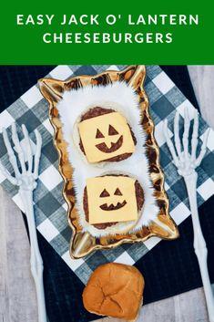 Easy Jack O' Lantern Cheeseburgers Caramel Apple Slices, Caramel Apples, Diy Halloween Costumes For Kids, Halloween Treats, Most Popular Recipes, Other Recipes, Best Dinner Recipes, Holiday Recipes, Western Food