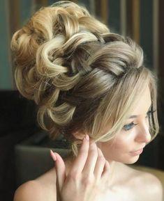 Featured Hairstyle: Websalon Wedding, Anna Komarova; www.websalon.su; Wedding hairstyle idea.